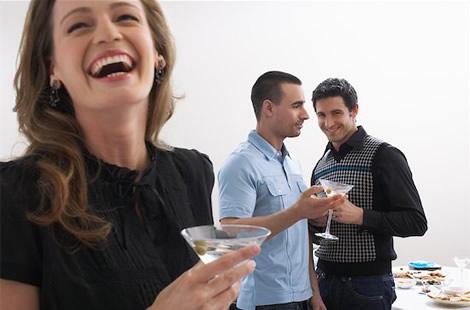 how Holly helps männer flirten obwohl vergeben find this video